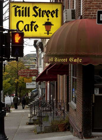 Albany's Hill Street cafe Oct. 23, 2003, on Madison Avenue. (Will Waldron/Times Union) Photo: WILL WALDRON / ALBANY TIMES UNION