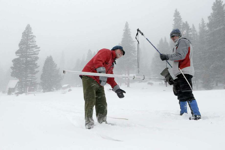 Frank Gehrke (left) and David Schmalenberger take measurements near Echo Summit. Photo: Michael Macor / The Chronicle / ONLINE_YES