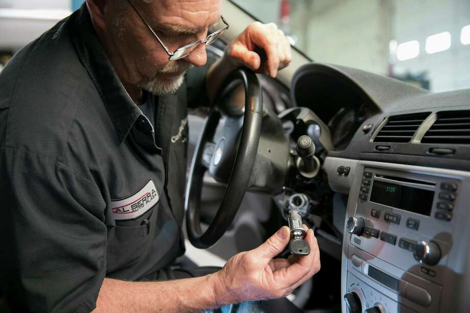 Gary Pittam services the ignition switch on a recalled Chevrolet Cobalt at a dealership in Grand Blanc, Mich., earlier this year. Photo: JOHN F. MARTIN, HO / GENERAL MOTORS