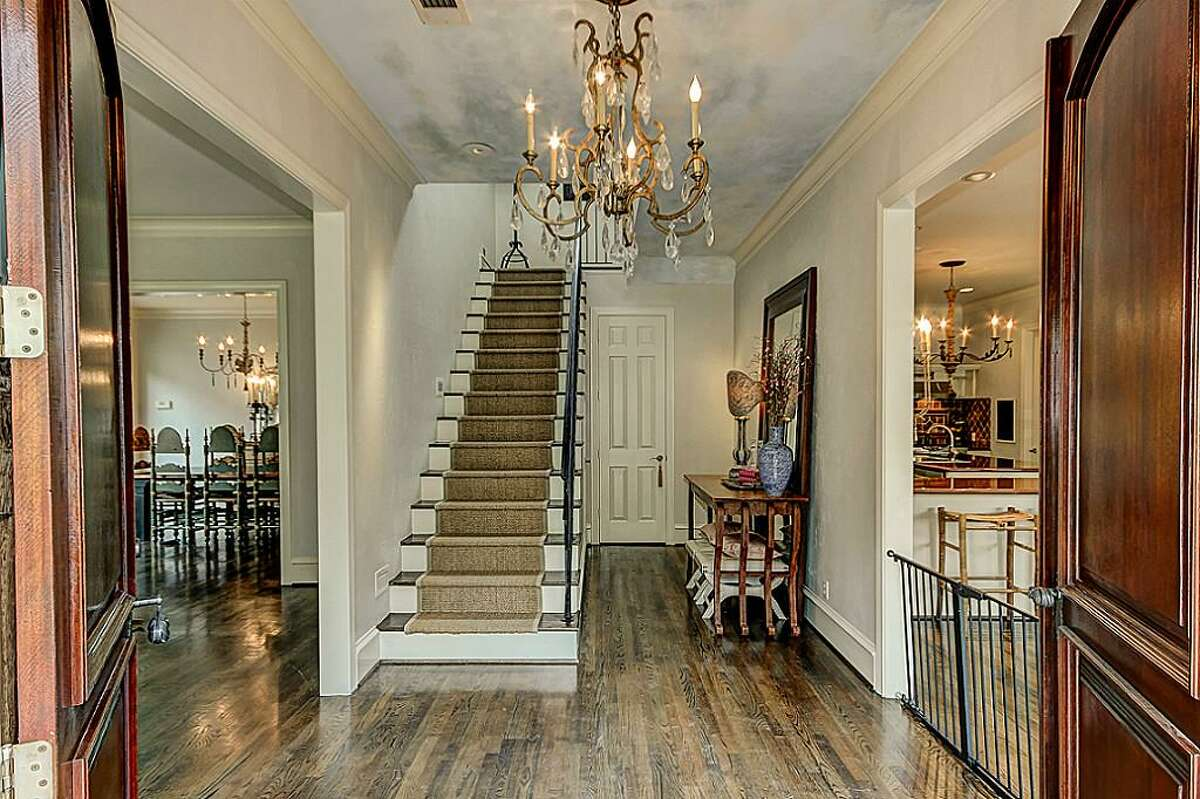 2301 Persa : $1,399,000 / 3 bedrooms / 3 full bathrooms / 2 half bathroom / 4,087 square feet