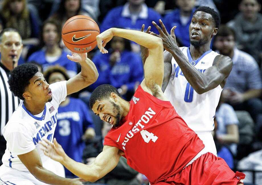 Memphis' Pookie Powell, left, and Trahson Burrell, right, battle Houston's LeRon Barnes (4) for a loose ball during second half of an NCAA college basketball game, Wednesday, Dec. 31, 2014 in Memphis, Tenn. (AP Photo/The Commercial Appeal, Mark Weber) Photo: Mark Weber, Associated Press / The Commercial Appeal