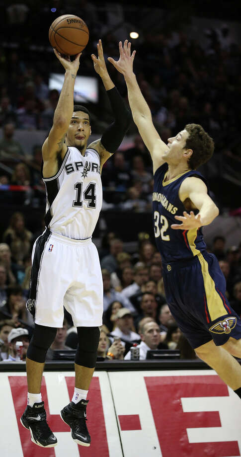 Danny Green launches a three point shot over Jimmer Fredette as the Spurs play the Pelicans at the AT&T Center on December 31, 2014. Photo: Tom Reel / San Antonio Express-News