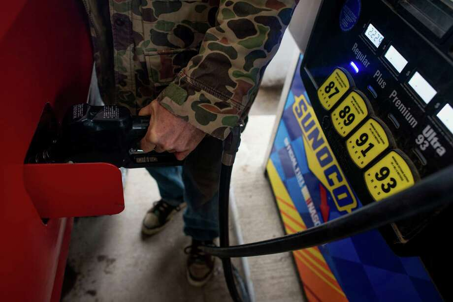 A customer pumps fuel last week at a Sunoco gas station in Rockbridge, Ohio. The cheapest fuel costs since 2009 are lifting household spending, which accounts for about 70 percent of the economy. Photo: Ty Wright / © 2014 Bloomberg Finance LP