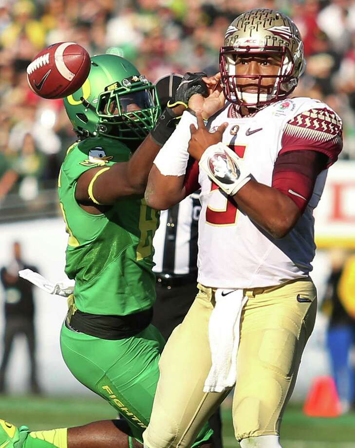 Oregon defensive back Reggie Daniels, left, knocks the ball away from Florida State quarterback Jameis Winston during the Rose Bowl on Thursday. Photo: Stephen M. Dowell, MBR / Orlando Sentinel