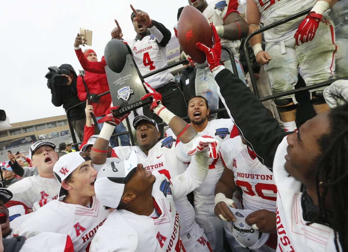 Houston players celebrate with the trophy after they defeated Pittsburgh 35-34.
