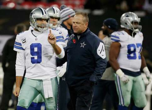 ADVANCE FOR WEEKEND EDITIONS, DEC. 20-21- FILE - In this Nov. 9, 2014, file photo Dallas Cowboys quarterback Tony Romo (9) and Cowboys Passing Game Coordinator Scott Linehan talk before an NFL football game against the Jacksonville Jaguars at Wembley Stadium in London. The Associated Press will honor an NFL assistant coach for the first time this year with his own award. (AP Photo/Matt Dunham, File) Photo: Matt Dunham, STF / Associated Press / AP