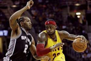 Spurs' Kawhi Leonard names his top defenders . . . sort of - Photo