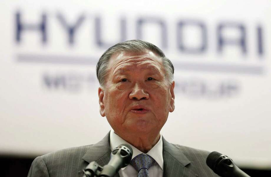 Hyundai Motor Group Chairman Chung Mong-koo gives New Year's address to employees during a ceremony to mark the start of business for Year 2015 at the company's headquarters in Seoul, South Korea, Friday, Jan. 2, 2015. Hyundai Motor Co. and its affiliate Kia Motors Corp. are forecasting their weakest growth in car sales in more than a decade as competition intensifies and the global economy slows.(AP Photo/Yonhap, Shin Jun-hee)  KORA OUT ORG XMIT: SEL801 Photo: Shin Jun-hee / Yonhap
