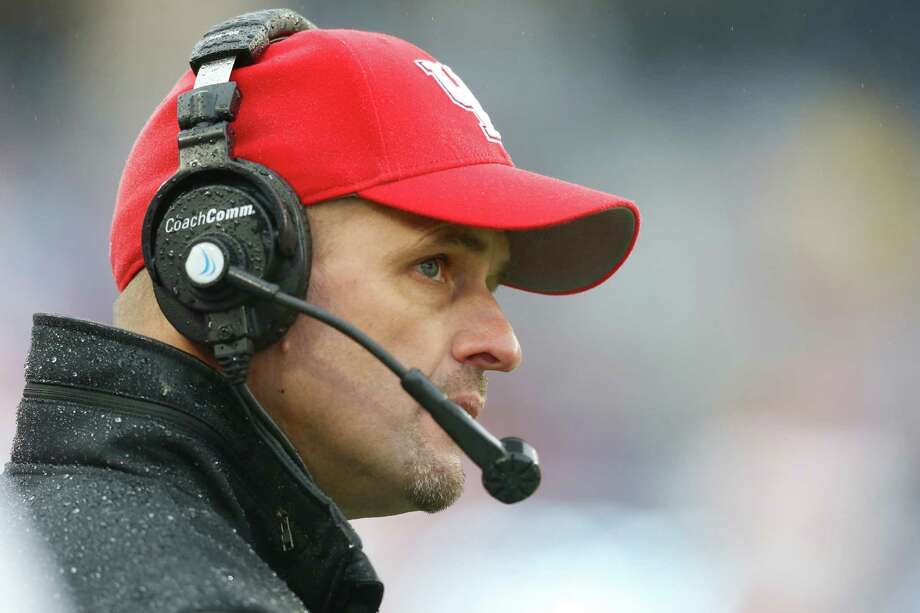 Houston interim head coach David Gibbs watches the action during the first half of the Armed Forces Bowl NCAA college football game against Pittsburgh, Friday, Jan. 2, 2015, in Fort Worth, Texas. Houston won 35-34. (AP Photo/Sharon Ellman) Photo: Sharon Ellman, Associated Press / FR170032 AP