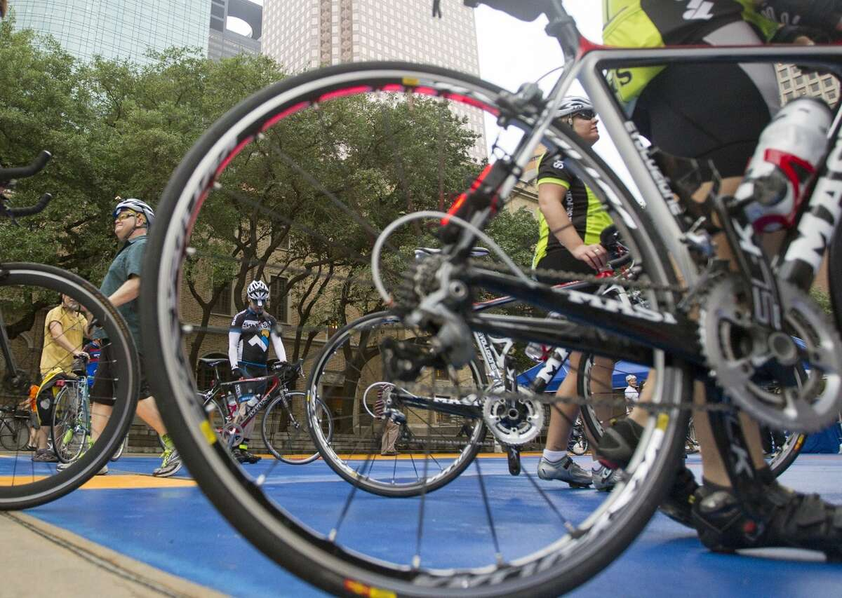 Houston is updatingits bicycling master plan, which calls for greater investment in both on-street bike lanes as well as trails that separate cyclists from motorized traffic.