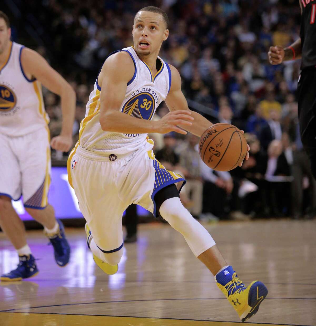 Stephen Curry scored 32 points with 12 assists and no turnovers in a game against the Toronto Raptors in January.