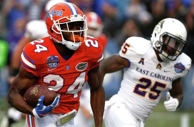 Florida defensive back Brian Poole (24) returns an interception for a touchdown during the first half of an Birmingham Bowl NCAA college football game against East Carolina Saturday, Jan. 3, 2015, in Birmingham, Ala. (AP Photo/Butch Dill) ORG XMIT: ALBD108 Photo: Butch Dill / FR111446 AP
