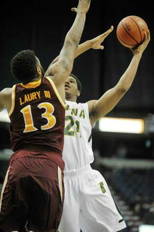 Lavon Long of Siena puts up a shot during their game against Iona at the Times Union Center on Sunday, Jan. 4, 2014, in Albany, N.Y.   (Paul Buckowski / Times Union) Photo: Paul Buckowski / 00030029A