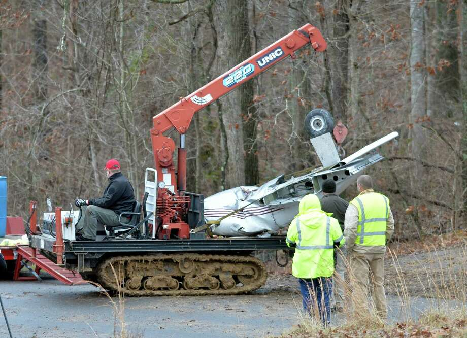 Salvage workers on Sunday bring out part of a Piper PA-34's fuselage, wing and landing gear from a crash site in Kuttawa, Ky.  Photo: Timothy D. Easley, FRE / FR43398 AP