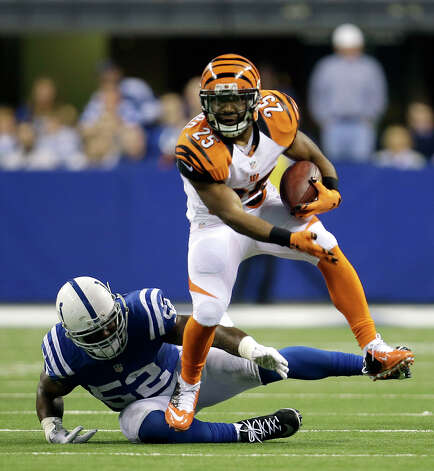 Cincinnati Bengals' Giovani Bernard (25) runs out of the tackle of Indianapolis Colts' D'Qwell Jackson (52) during the first half of an NFL wildcard playoff football game Sunday, Jan. 4, 2015, in Indianapolis. (AP Photo/AJ Mast) ORG XMIT: NAS123 Photo: AJ Mast / FR123854 AP