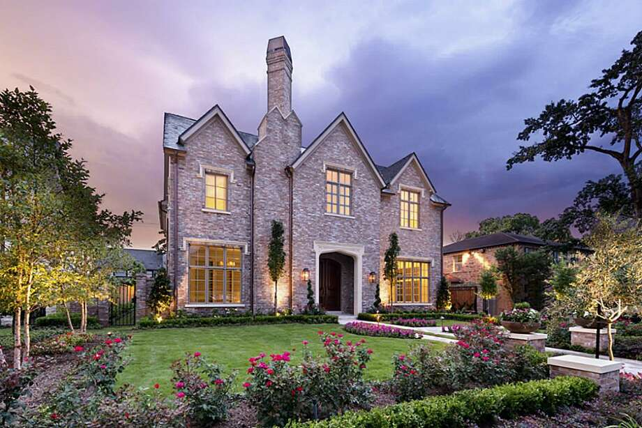 2218 Del Monte: $3,990,000 / 5 to 6 bedrooms / 6 full bathrooms & 1 half bathroom / 6,285 square feet  Photo: Houston Association Of Realtors