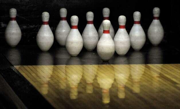 danbury duckpin lanes still bowling strikes greenwichtime