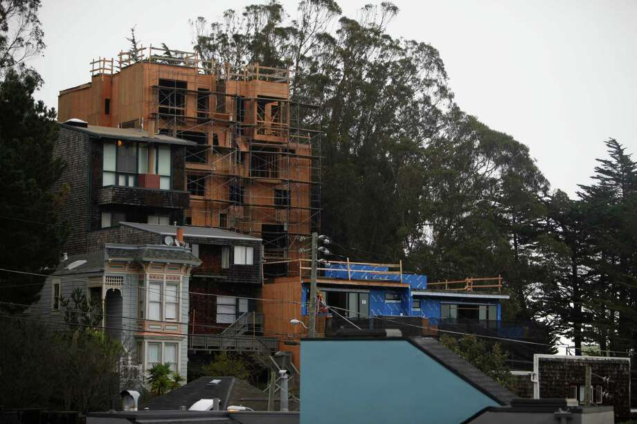 A six-story building is under construction on States Street amid Corona Heights' cottages, staircases and winding lanes. Photo: Lea Suzuki / The Chronicle / ONLINE_YES