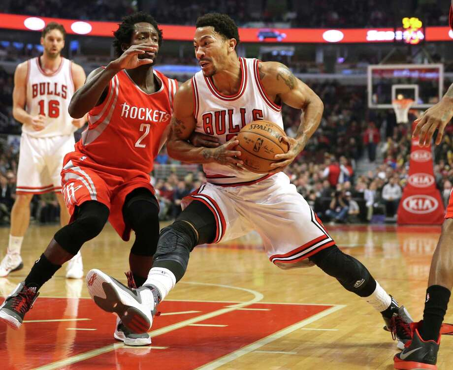 Chicago Bulls guard Derrick Rose (1) drives past Houston Rockets guard Patrick Beverley (2) during the first half on Monday, Jan. 5, 2015, at the United Center in Chicago. (Nuccio DiNuzzo/Chicago Tribune/TNS) Photo: Nuccio DiNuzzo, McClatchy-Tribune News Service / Chicago Tribune
