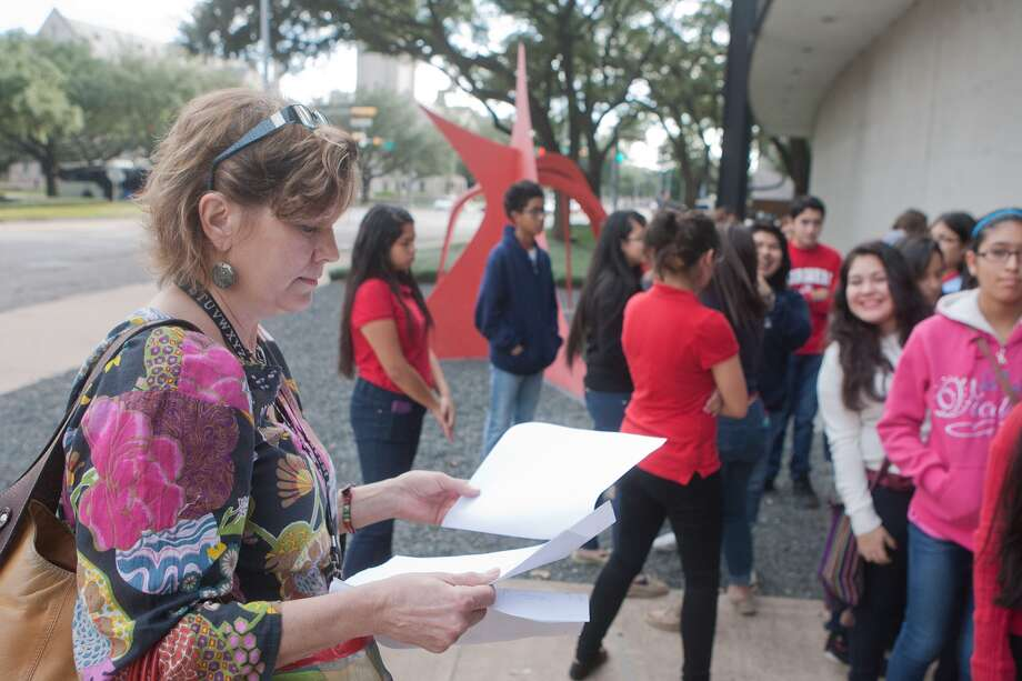 Kati Ozanic-Lemberger checks a list during  Hogg Middle School pupils' visit to the Museum of Fine Arts Houston.  The 80-some pupils were divided into four groups. Photo: R. Clayton McKee, Freelance / © R. Clayton McKee