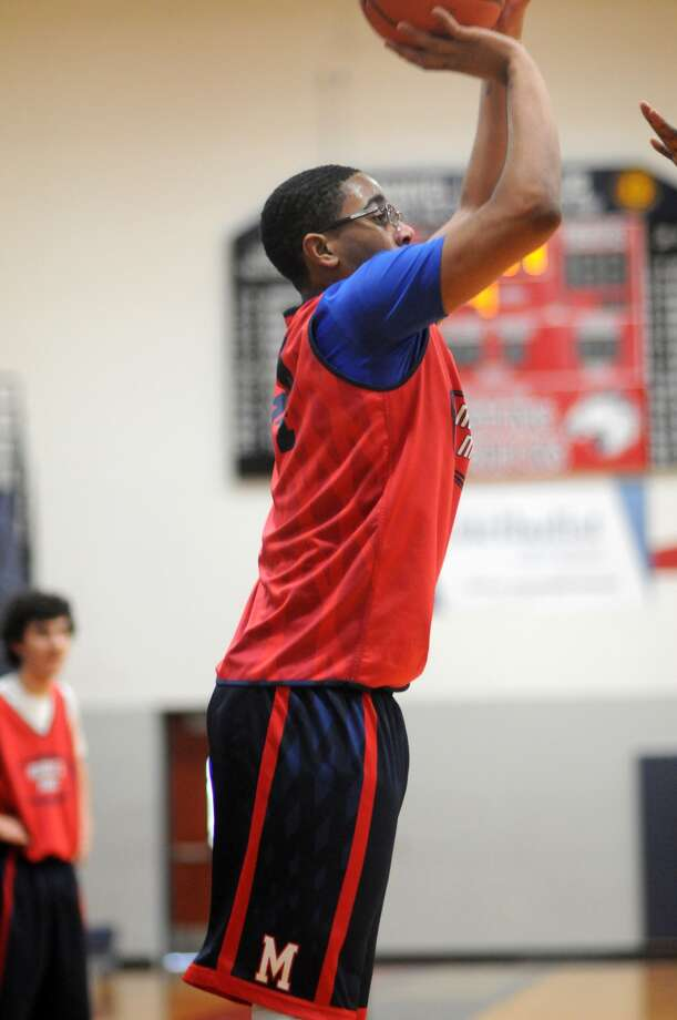 Manvel's Linton Acliese works for a shot during a team practice. Photo: Jerry Baker, Freelance