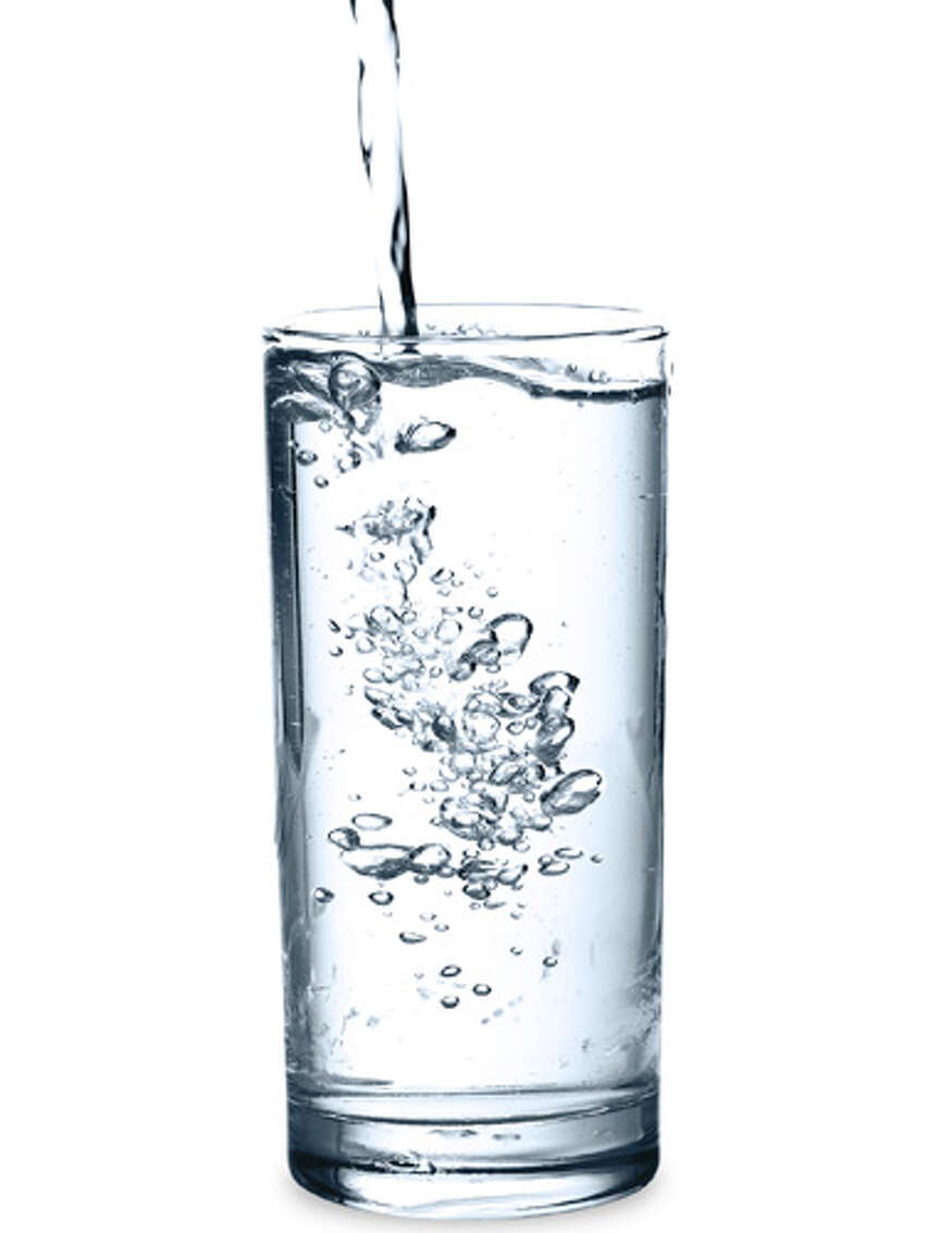 Aquarion Water Company of Connecticut - Canaan System, New Canaan People served: 10,097 For the first quarter of 2017, tap water was in compliance with federal drinking water standards.Contaminants detected above health guidelines (2010-2015): 4-Androstene-3,17-dione, bromodichloromethane, chloroform, dibromochloromethaneSource: EWG