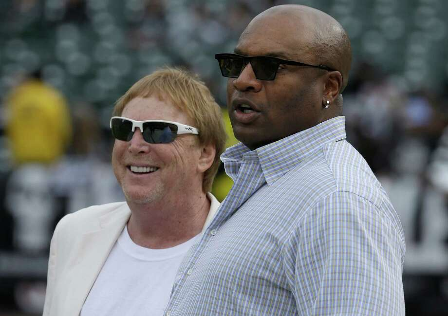 Former Los Angeles Raiders running back Bo Jackson watches warm-ups with Oakland Raiders owner Mark Davis before the NFL game between the Raiders and San Francisco 49ers in Oakland, Calif., on Dec. 7, 2014. Photo: Ben Margot /Associated Press / AP