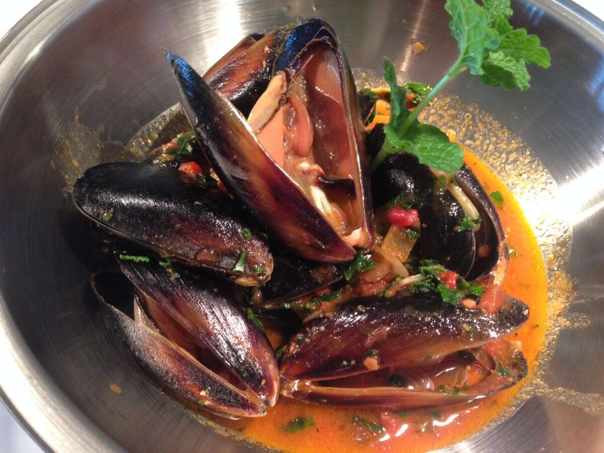 Black mussels at Oporto Fooding House & Wine, 125 W. Gray in Midtown. (Photo: Greg Morago)