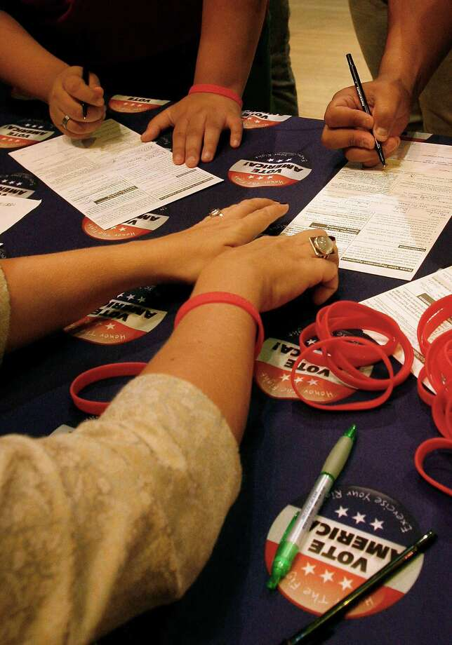 In this file photo, seniors register to vote, with help from members of the Texas Young Lawyers Association. Photo: J. MICHAEL SHORT /SPECIAL TO THE EXPRESS-NEWS / SAN ANTONIO EXPRESS-NEWS