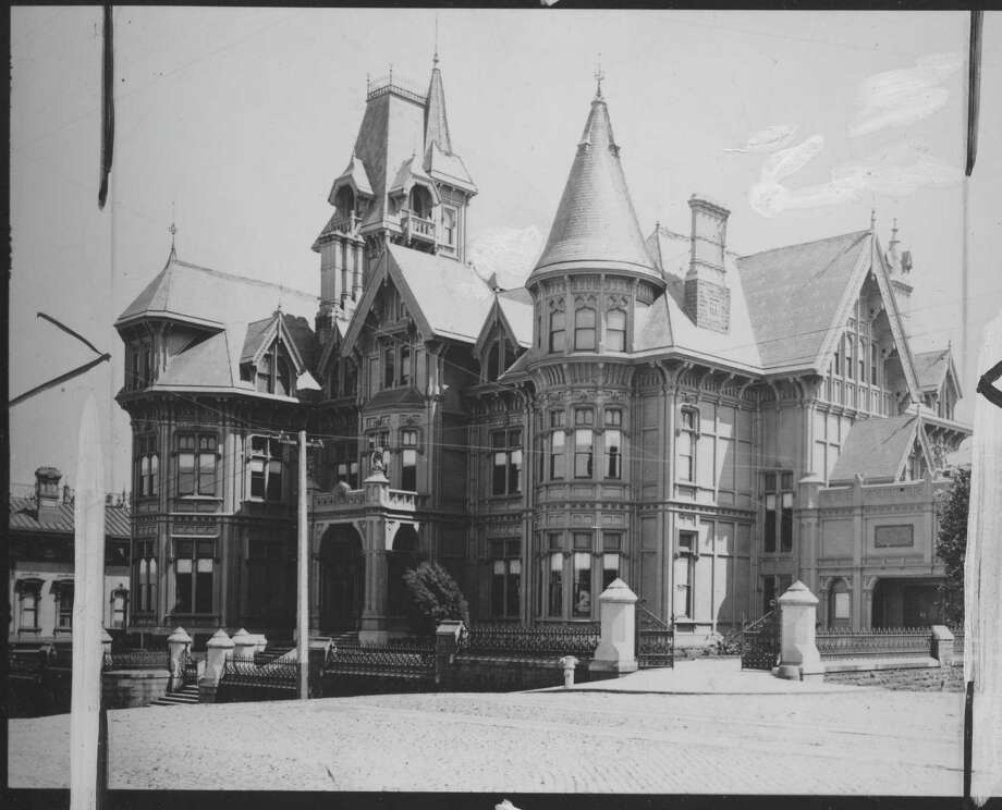 The Mark Hopkins mansion on Nob Hill, before the turn of the 20th century. / ONLINE_YES