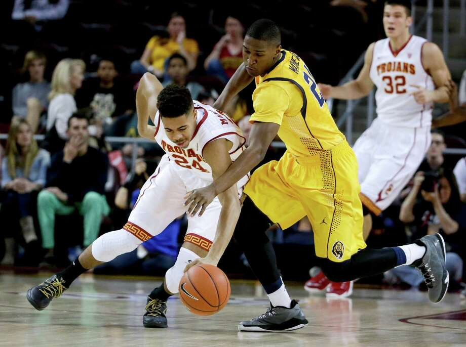 Cal's Jordan Mathews (right) vies for a loose ball with USC's Malik Marquetti in the first half as the Bears fell behind 38-29. Photo: Chris Carlson / Associated Press / AP