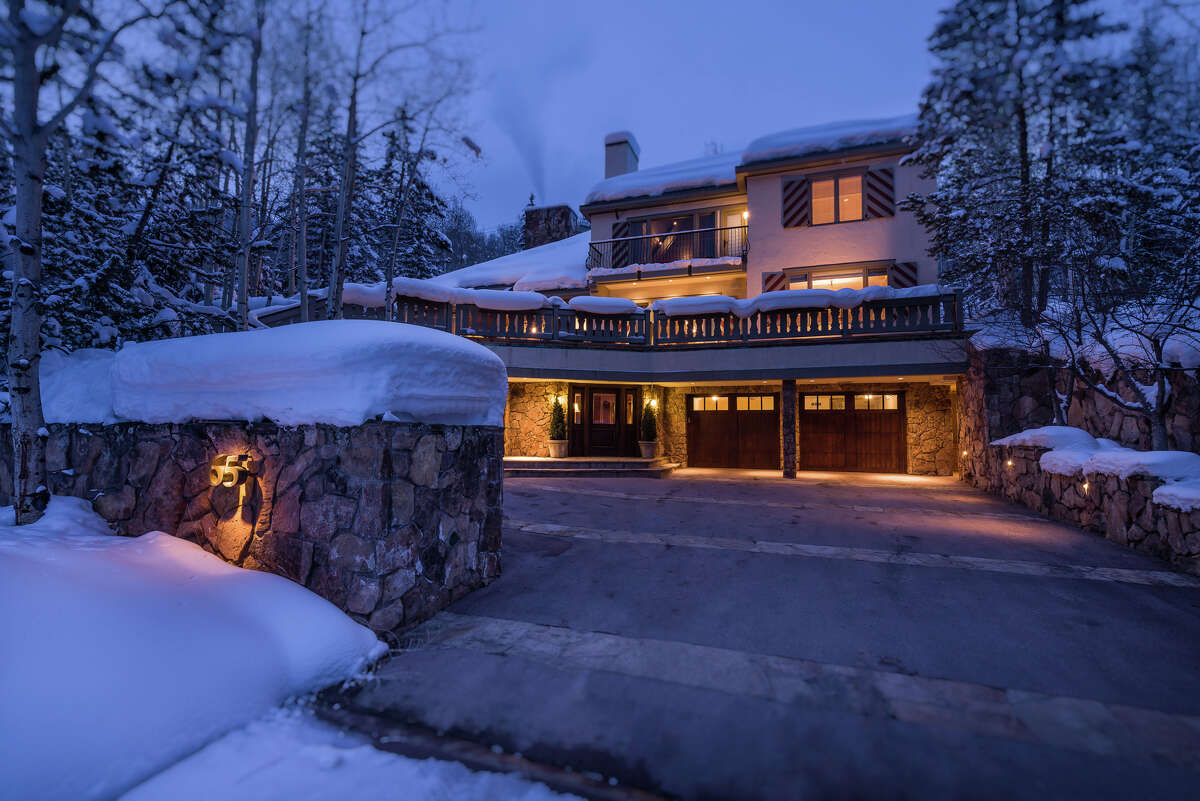 President Gerald Ford's ski retreat is home 7 bedrooms and a 11 bathrooms. The Bavarian-style mountain manor also includes fireplaces, cathedral ceilings, and native stone and polished granite around a presidential seal in the entryway.Source: Top Ten Real Estate Deals