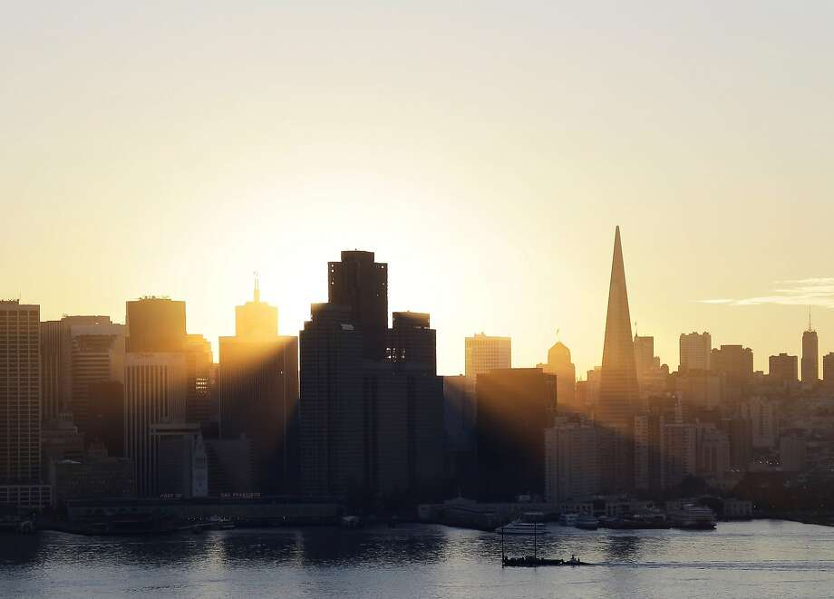 The sun sets behind the city skyline on Wednesday, Jan. 7, 2015, in San Francisco. Photo: Marcio Jose Sanchez, Associated Press