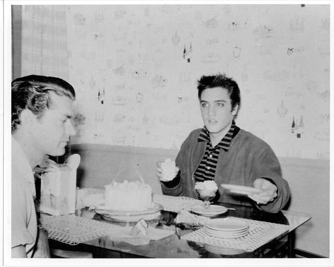 Elvis eating ice cream Photo-7363819.100771 - San Antonio Express-News