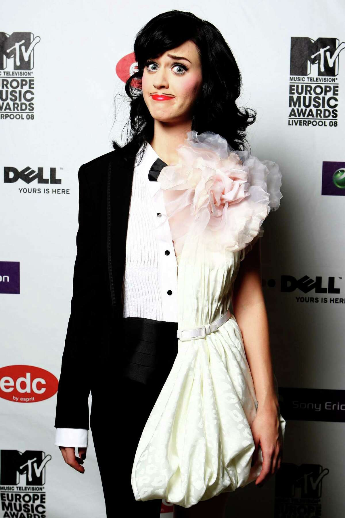 Katy Perry looks she's ready to give up and marry herself.