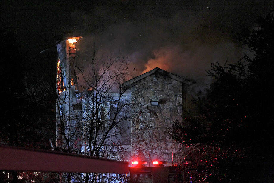 Wind churns flames as a fire burns one unit at the Lincoln Village apartment complex at 1700 Jackson Keller on January 8, 2015. Photo: Tom Reel, San Antonio Express-News