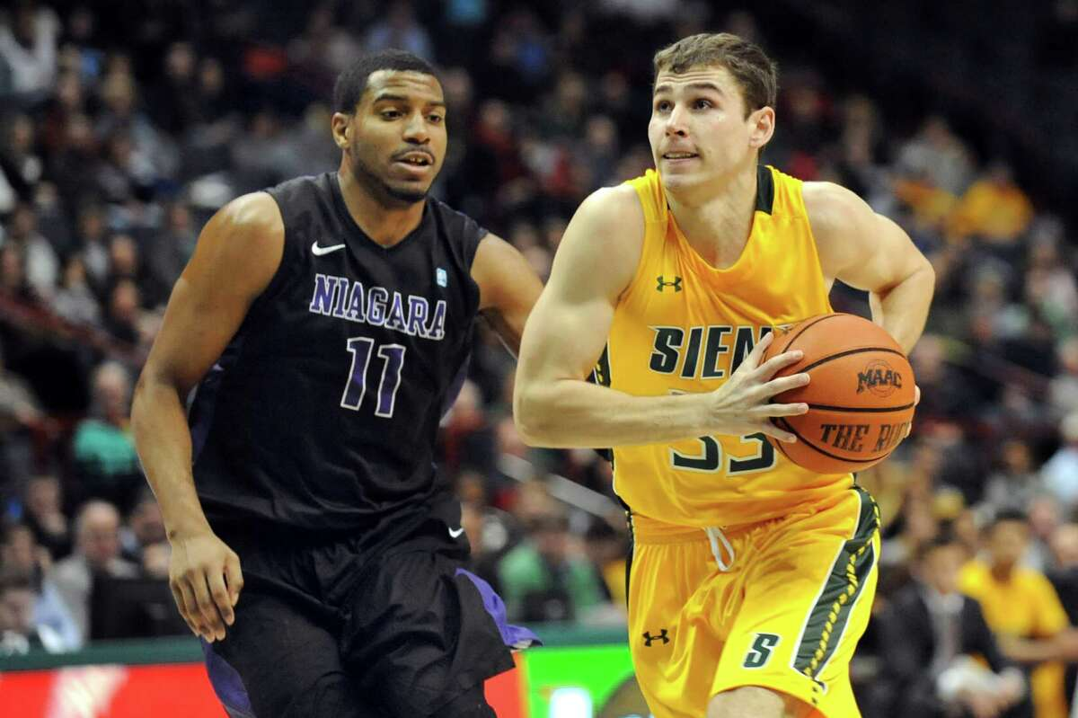 Siena's Rob Poole, right, controls the ball as Niagara's Ramone Snowden defends during their basketball game on Thursday, Jan. 8, 2015, at Times Union Center in Albany, N.Y. (Cindy Schultz / Times Union)