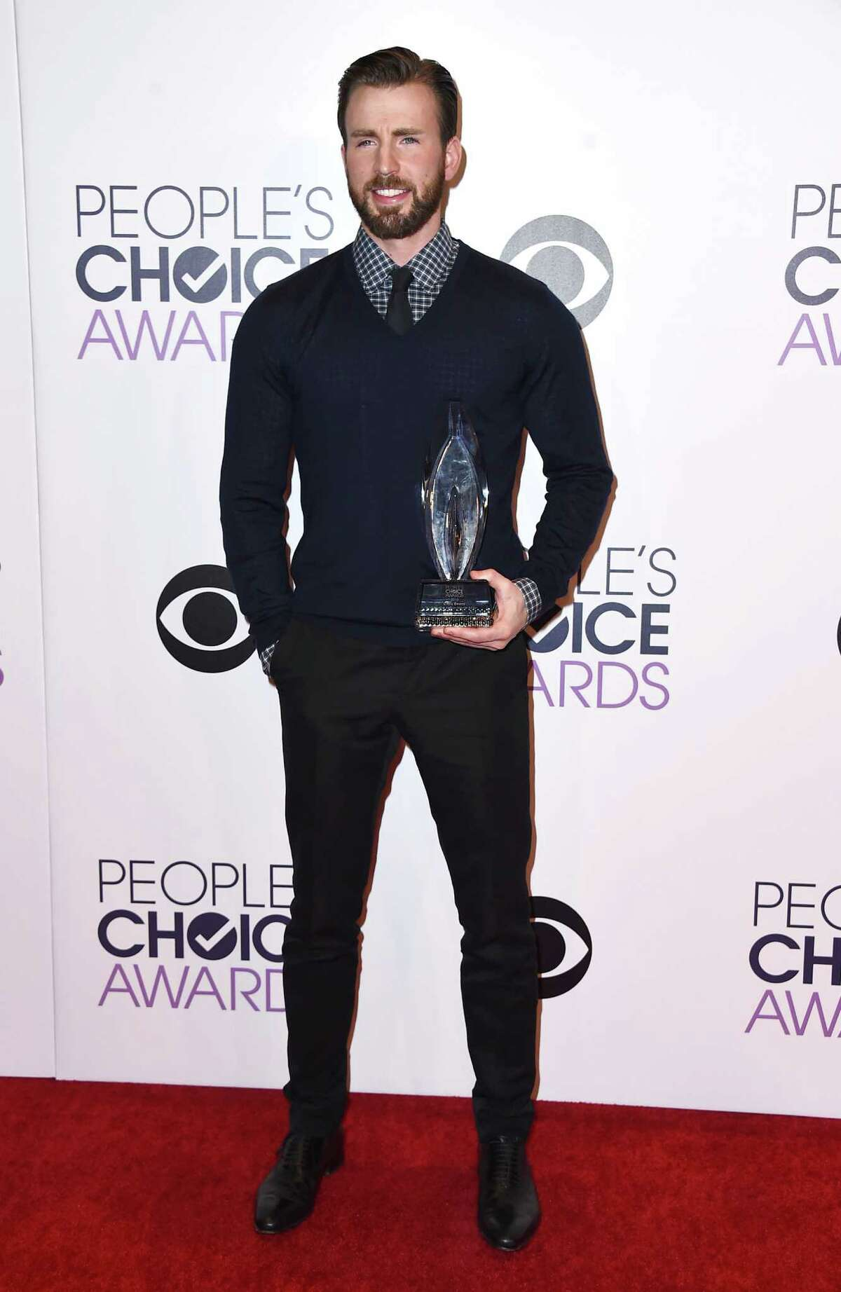 Chris Evans poses in the press room with the award for favorite action movie actor at the People's Choice Awards at the Nokia Theatre on Wednesday, Jan. 7, 2015, in Los Angeles. (Photo by Jordan Strauss/Invision/AP)