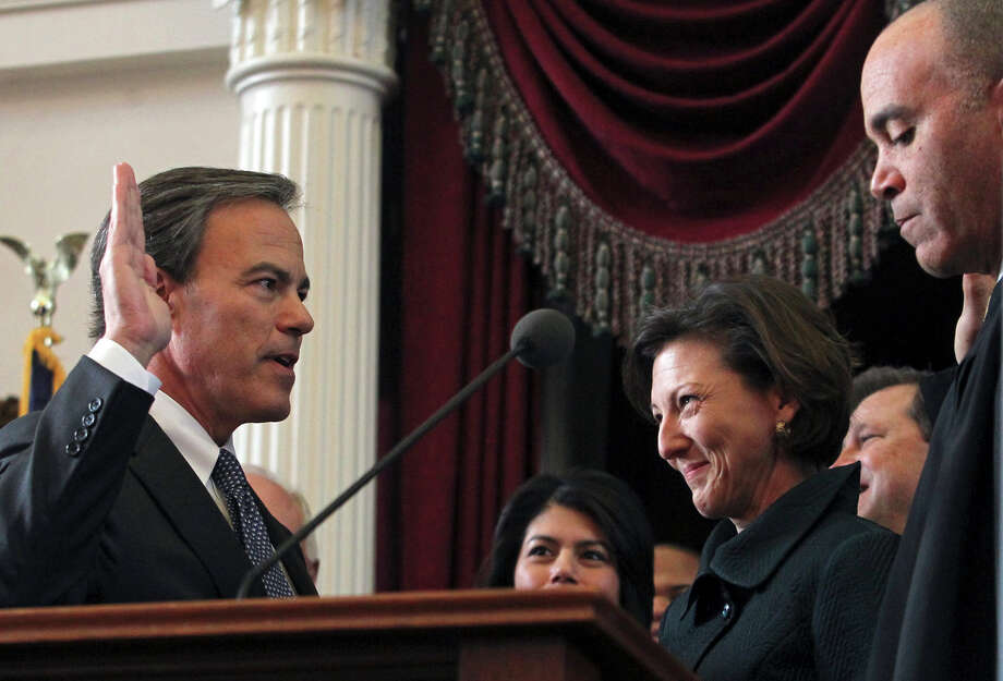 Joe Straus takes the oath of office as the speaker of the House as the Legislature convenes in 2011. A reader discusses why Straus deserves another term as speaker. Photo: Express-News File Photo / © 2010 San Antonio Express-News