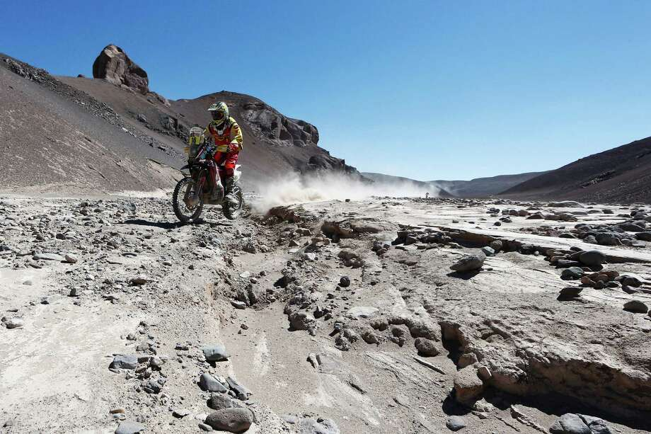 Daniel Gouet of Chile for Honda South America CRF450 Rally competes during day 5 of the Dakar Rallly on January 8, 2015 between Copiapo and Antofaasta near Altamira, Chile. Photo: Dean Mouhtaropoulos, Getty Images / 2015 Getty Images