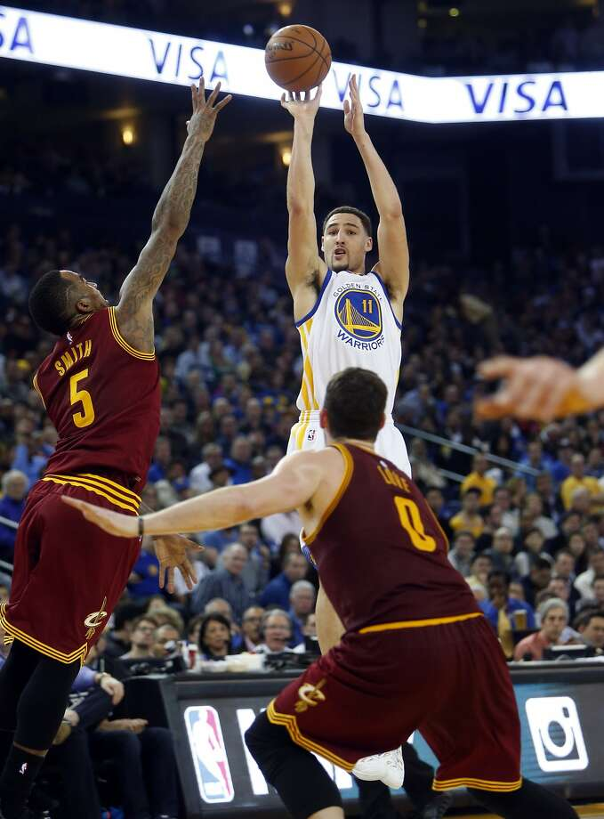 Golden State Warriors' Klay Thompson scores over Cleveland Cavaliers' J.R. Smith (5) and Kevin Love in 2nd quarter during NBA game at Oracle Arena in Oakland, Calif. on Friday, January 9, 2015. Photo: Scott Strazzante, The Chronicle