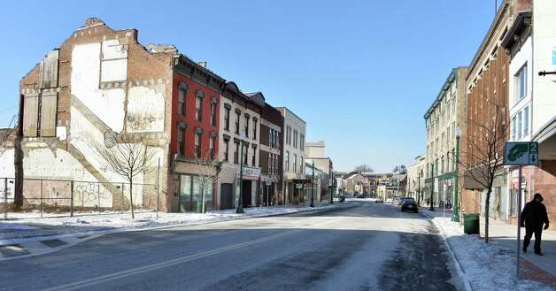 Lower State Street looking west from Erie Blvd. Thursday Jan. 8, 2015, in Schenectady, NY.  (John Carl D'Annibale / Times Union) Photo: John Carl D'Annibale / 00030128A