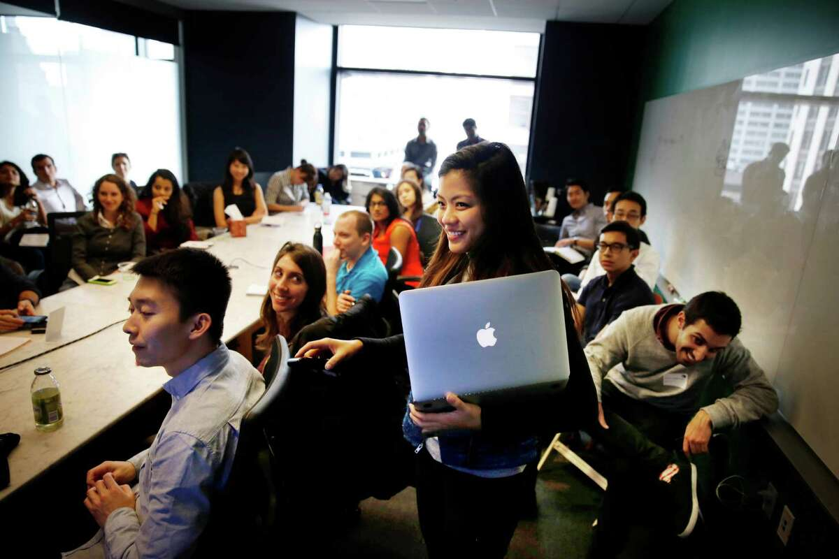 Jialee Chau, an App Annie marketing associate, sets up a screen for MIT Sloan School of Management MBA students.