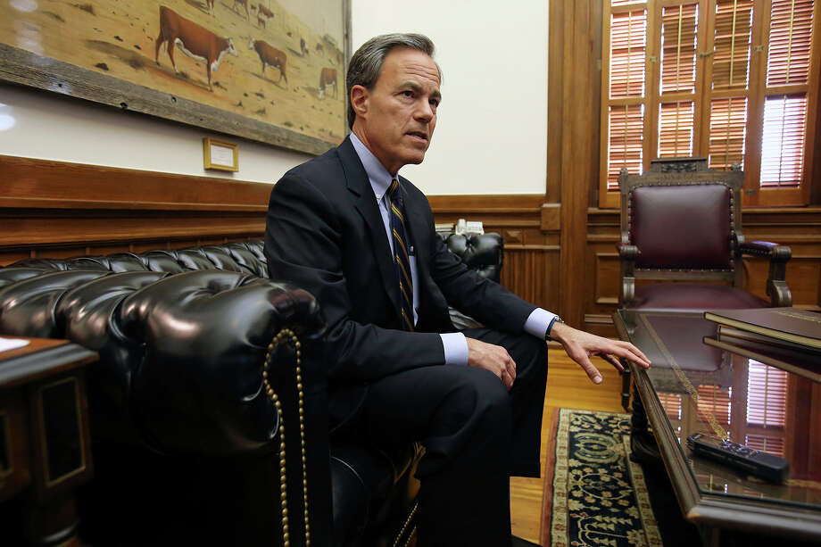 Texas Speaker of the House, Joe Straus answers questions in his office on January 7, 2015. Photo: Tom Reel, San Antonio Express-News
