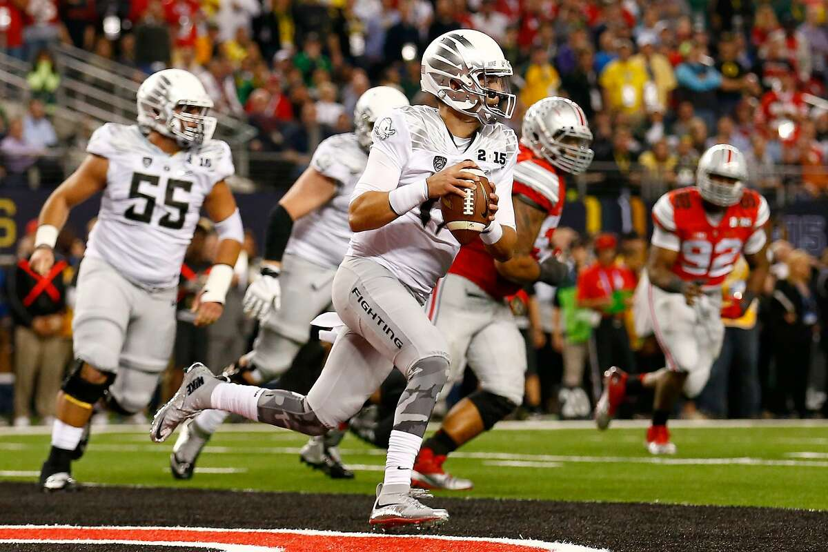 ARLINGTON, TX - JANUARY 12: Quarterback Jeff Lockie #17 of the Oregon Ducks looks to pass out of his endzone in the fourth quarter against the Ohio State Buckeyes during the College Football Playoff National Championship Game at AT&T Stadium on January 12, 2015 in Arlington, Texas. (Photo by Tom Pennington/Getty Images)