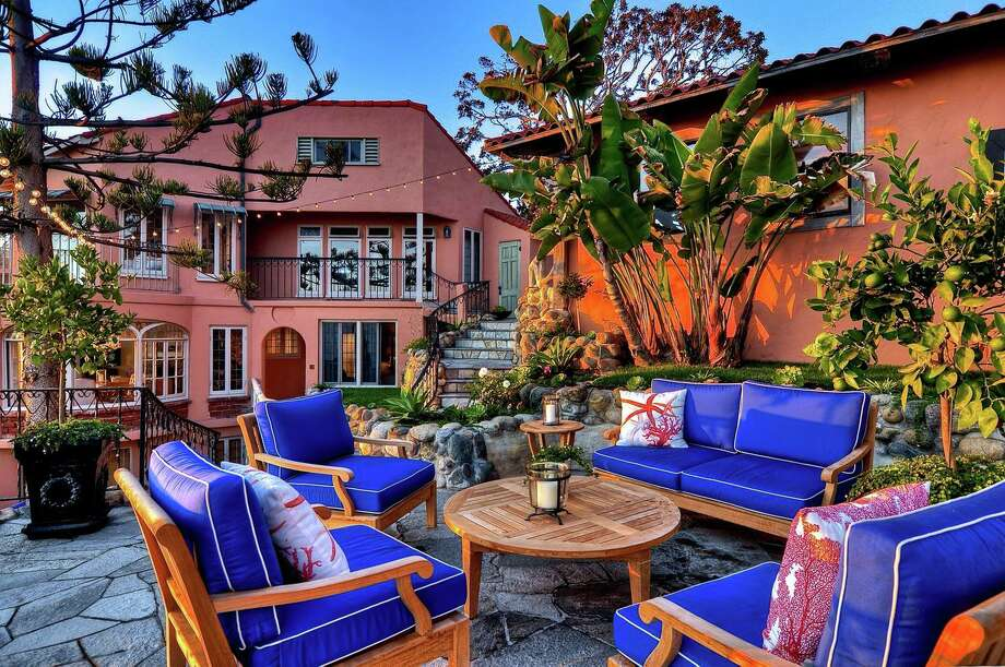 Historic Laguna castle by the sea. Photo: Top Ten Real Estate Deals