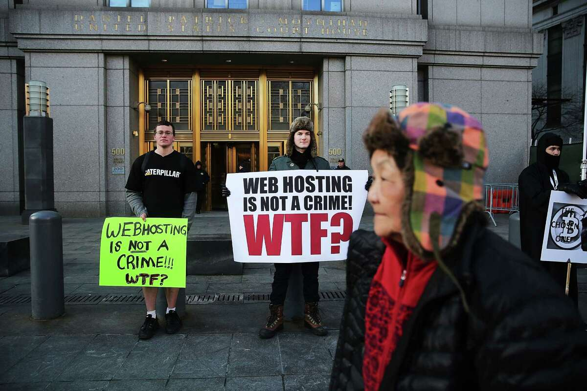 Supporters of Ross Ulbricht, the alleged creator of the Silk Road website, protest outside court in N.Y.