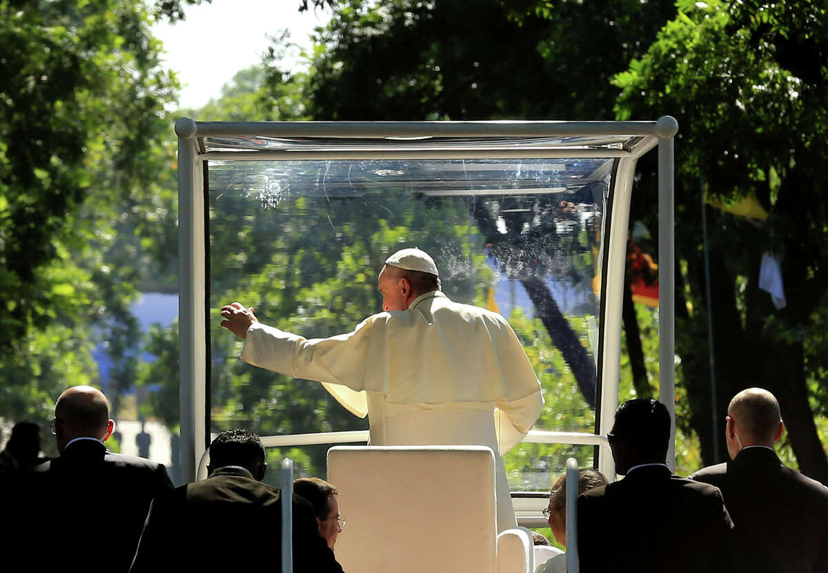 Pope Francis waves to the faithful upon his arrival in Colombo. Pope Francis is visiting Sri Lankaas part of his second Asia tour in less than six months.