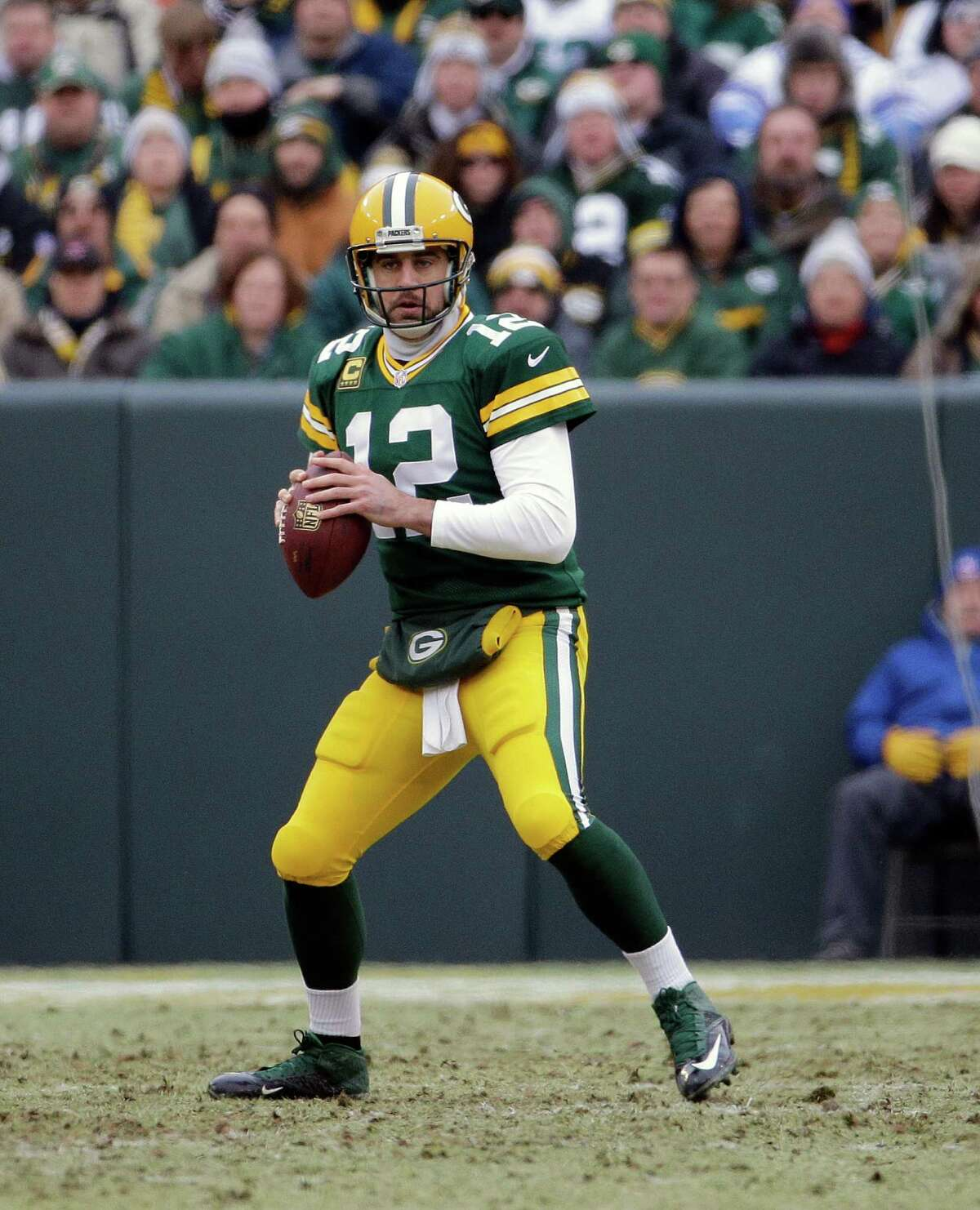 Green Bay Packers quarterback Aaron Rodgers (12) looks for an open receiver during the first half of an NFL divisional playoff football game against the Dallas Cowboys Sunday, Jan. 11, 2015, in Green Bay, Wis. (AP Photo/Nam Y. Huh)