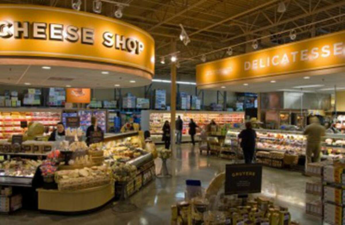 """H-E-B Alon Market (8503 NW Military Hwy, North Central) Total rating: 4 stars Review: """"Always well kept and nice to go here. Amazing employees all around the store as well as management. Has a huge array of products never short."""" - Ryan S."""